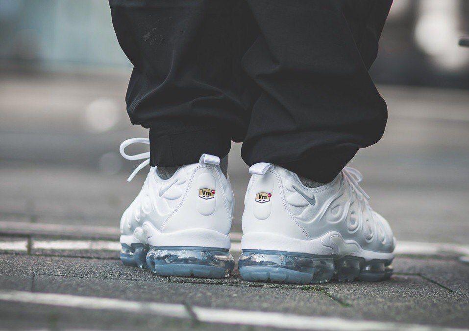 Кроссовки Nike Air Vapormax Plus белые