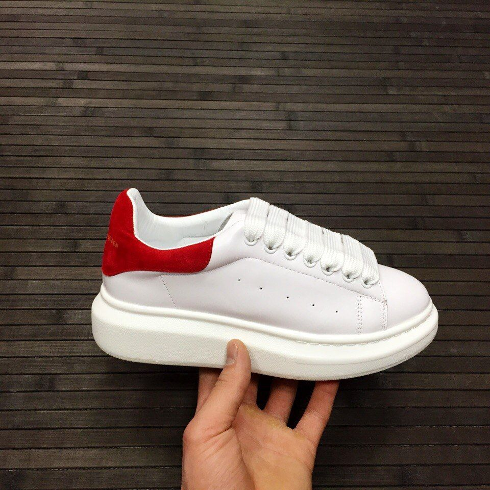Кожаные кроссовки Alexander McQueen с красным задником