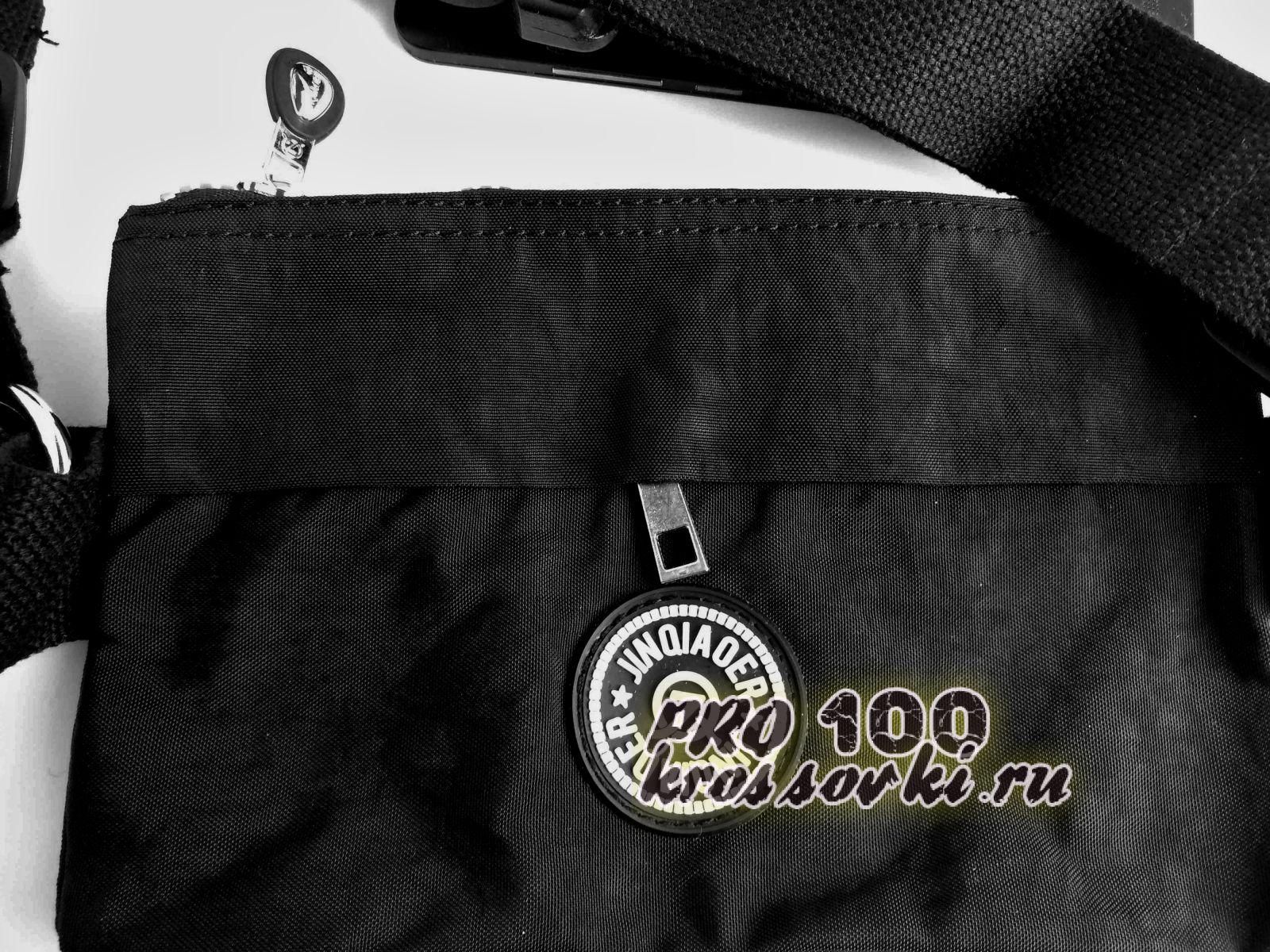 Поясная сумка среднего размера