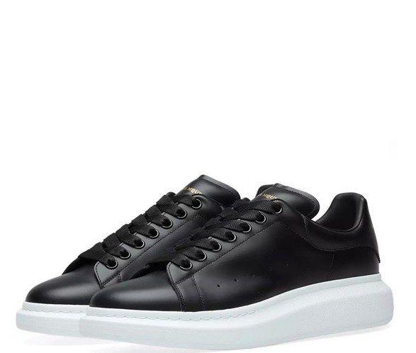 Кожаные кроссовки Alexander McQueen черные с белым
