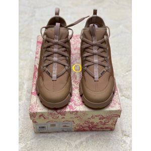 женские бежевые кожаные кроссовки Dior