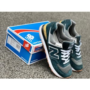 кроссовки замшевые New Balance 574 зеленые