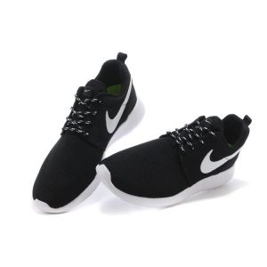 кроссовки Nike Roshe Run черно-белые